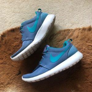 Nike Roshe Run Women's Athletic Shoes Size 9